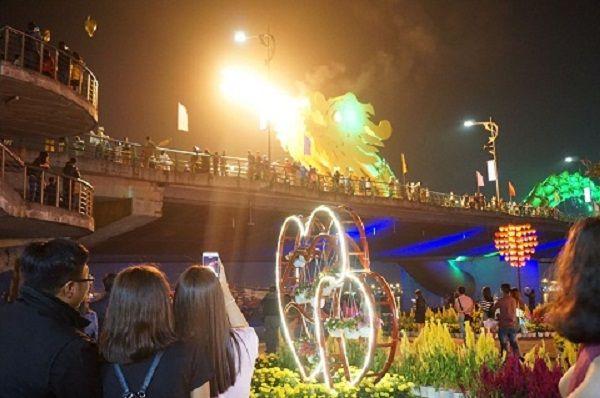 Thời gian cầu Rồng phun lửa ở Đà Nẵng